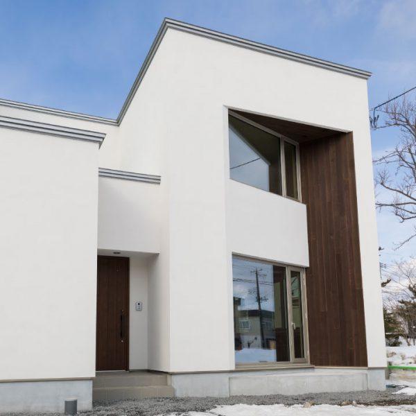 斜め(東南)を向く窓の家