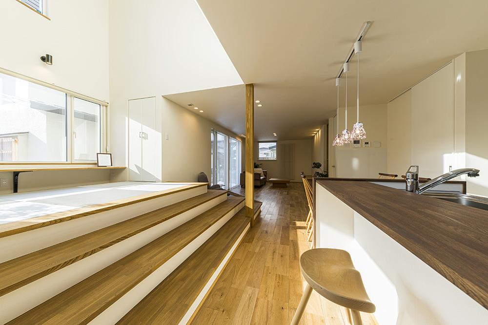 2間幅階段の家 ~スキップ越しの眺望~